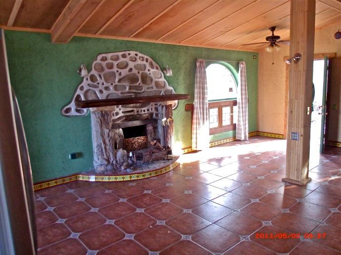 Livingroom & Fireplace